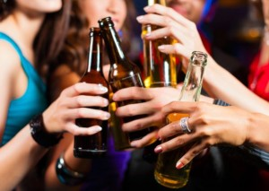 jovenes-bebiendo