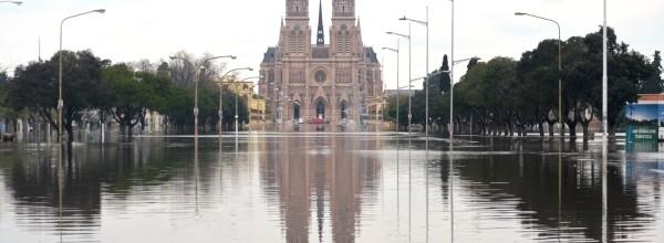 """""""Mientras Scioli está en Europa y Mariotto preocupado por la AFA la provincia está bajo agua"""""""