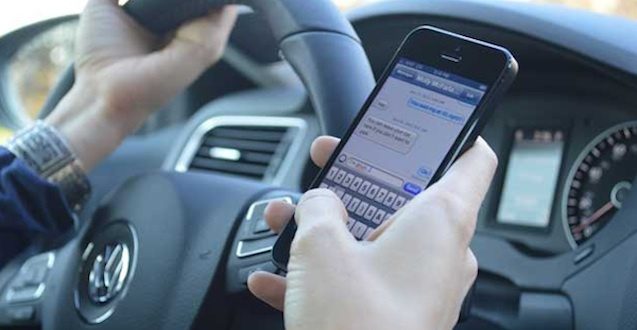 Resultado de imagen para celular al volante
